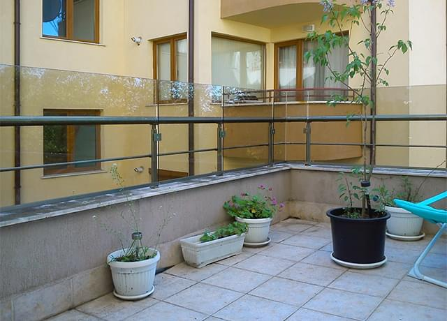 Glass railings with side mounting
