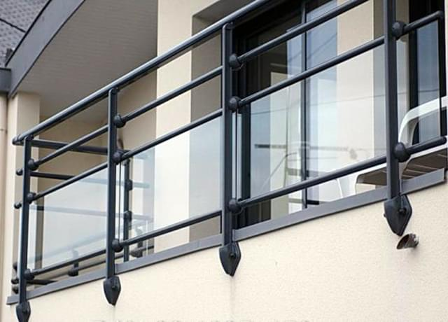 Steel railings with glass